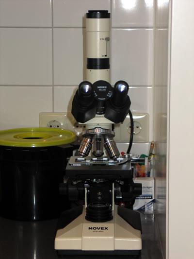Kijkje spreekkamer 1 microscoop