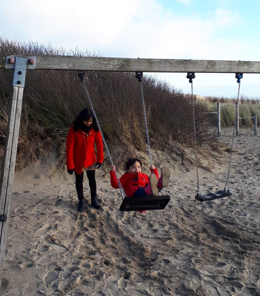 Wij Rebecca strand schommel Nora